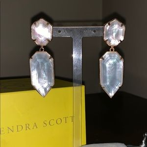 Kendra Scott Perla earrings